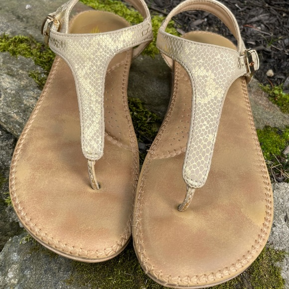 """DONATING TUESDAY BBBS Volatile sandals """"Reece"""" size 6. Worn l"""